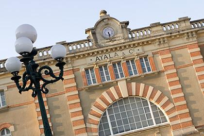 La facciata principale dell'edificio